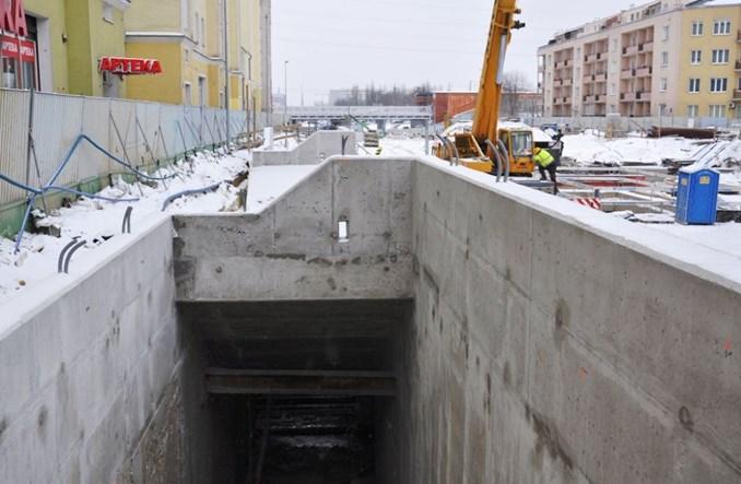 Metro na Wolę: Rozpoczął się montaż torowiska (zdjęcia)