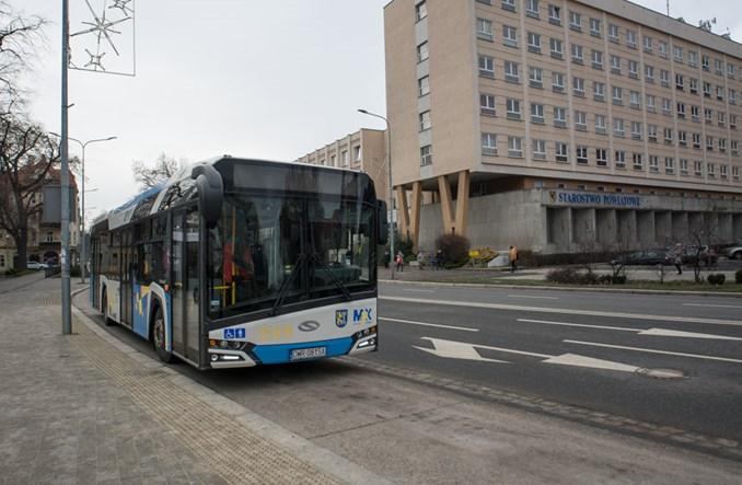Legnica. Bezpłatna komunikacja dla uczniów, seniorów i kierowców w czasie smogu