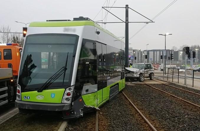 Pierwsze wykolejenie tramwaju w Olsztynie. Straty na kilkaset tys. zł [zdjęcia + film]