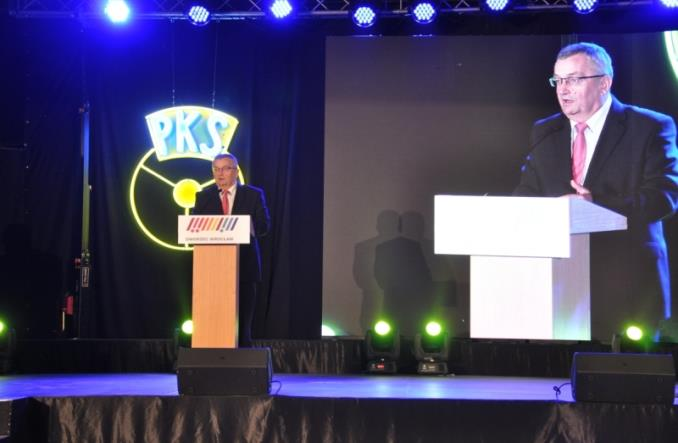 Adamczyk o nowelizacji ustawy PTZ: Dajmy szansę przewoźnikom