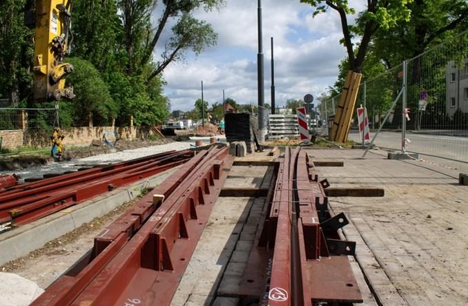 Poznań: Rozpoczął się montaż nowego torowiska na pętli Wilczak