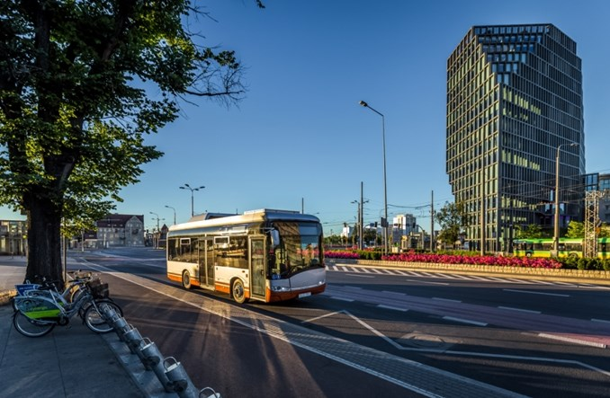 Paryż. Solaris sprzedał jeden krótki elektrobus. Może być więcej