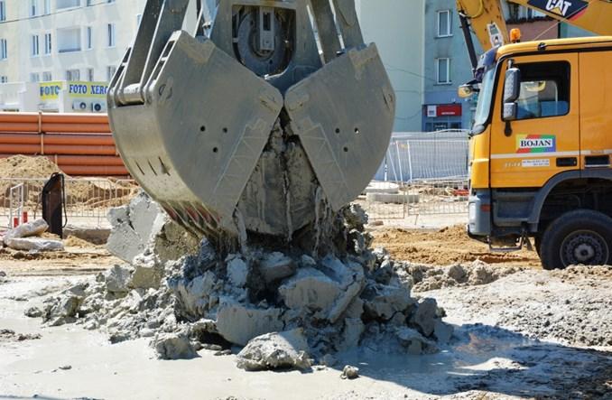 Metro na Bródno: Trwa budowa ścian szczelinowych (zdjęcia)