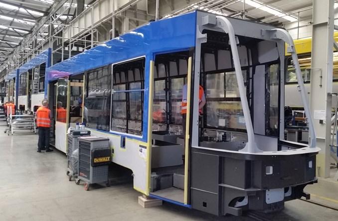 W zakładach Stadlera trwa zabudowa wnętrza tramwaju dla Krakowa