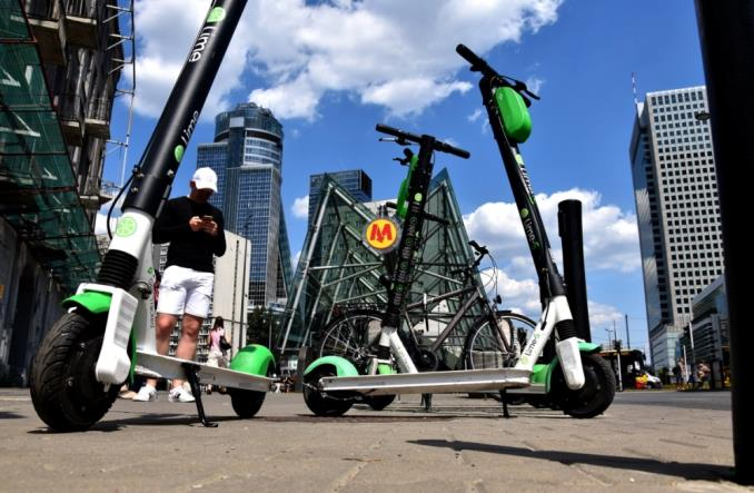Elektryczne hulajnogi firmy Lime wracają na ulice Warszawy