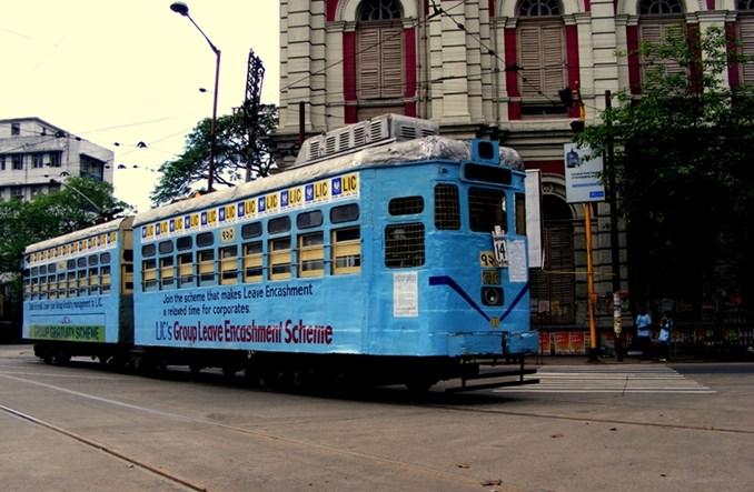Kalkuta: Skrócą wagony tramwajowe, by... nie powodowały korków