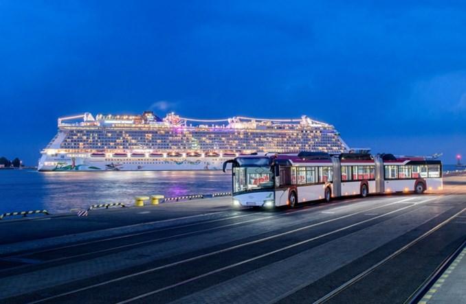 Targi Busworld. Solaris z 24-metrowym trolejbusem, przegubowym elektrobusem i autobusem wodorowym