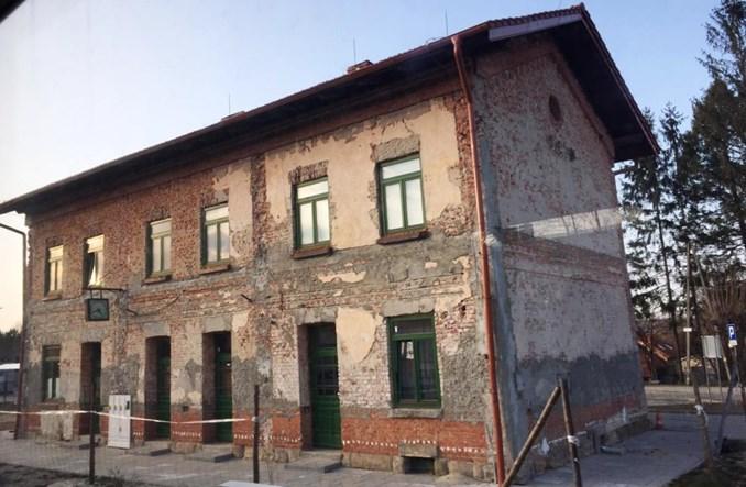 Wznowione prace przy dworcu w Tuchowie