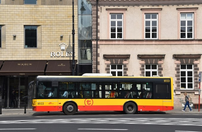 Warszawa. Dlaczego na zatłoczonych liniach nie ma przegubowców