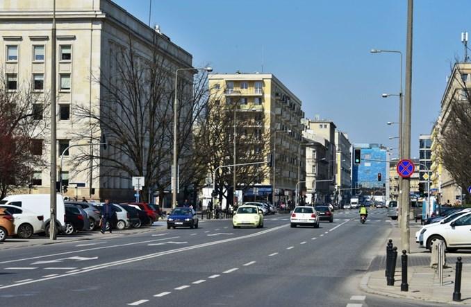 Warszawa: Nowe przejścia na Kruczej? Piesi na około – w trosce o powietrze