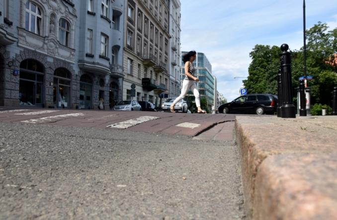 Morawiecki: Pierwszeństwo pieszych i 50 km/h w mieście przez całą dobę