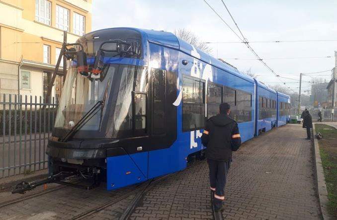 """Pierwszy tramwaj """"Lajkonik"""" od Stadlera na krakowskich torach"""
