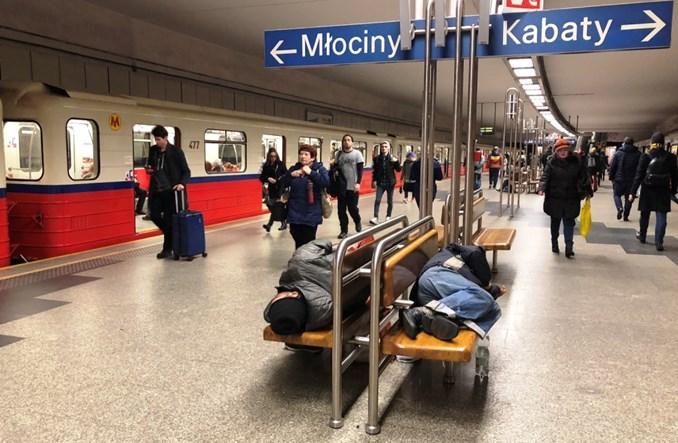 Warszawa: Co z uciążliwymi kloszardami w komunikacji po uchyleniu przepisów?