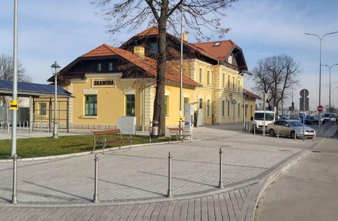 Skawina stawia na kolej. Dworzec w remoncie, parkingi i ścieżki rowerowe, bezpłatny autobus