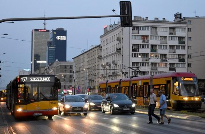 Warszawa i Kraków. Zanieczyszczenia generowane przez samochody powyżej norm