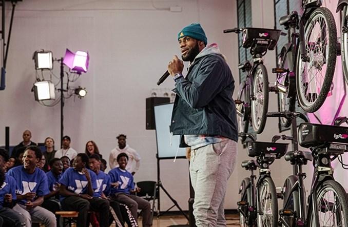 LeBron James będzie rozdawał abonamenty na bike-sharing