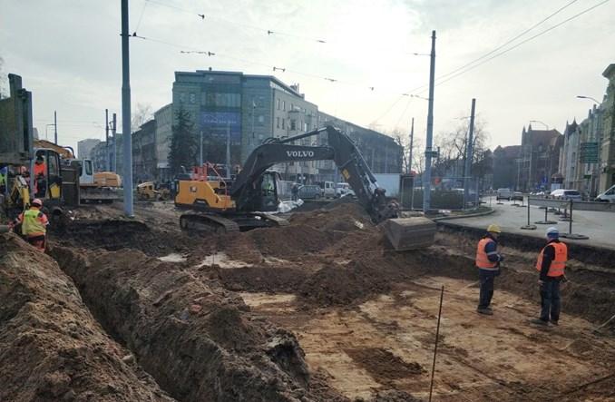 Szczecin: Koniec prac przy rozbiórce torowiska na pl. Szarych Szeregów