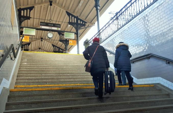 Gdańsk Główny: Podróżni korzystają z odnowionego przejścia do centrum