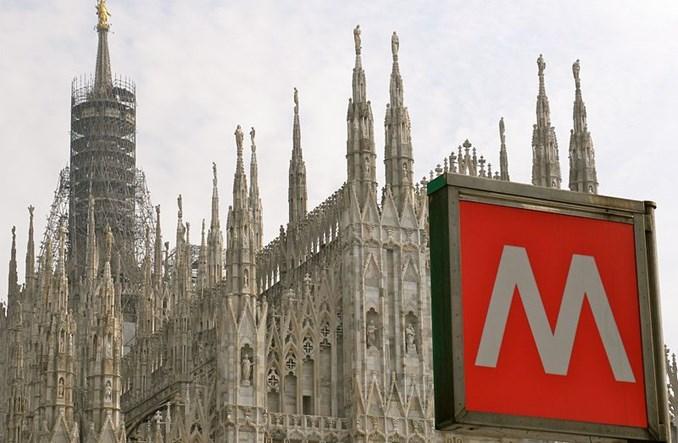 Mediolan. Pustki w komunikacji miejskiej z powodu koronawirusa