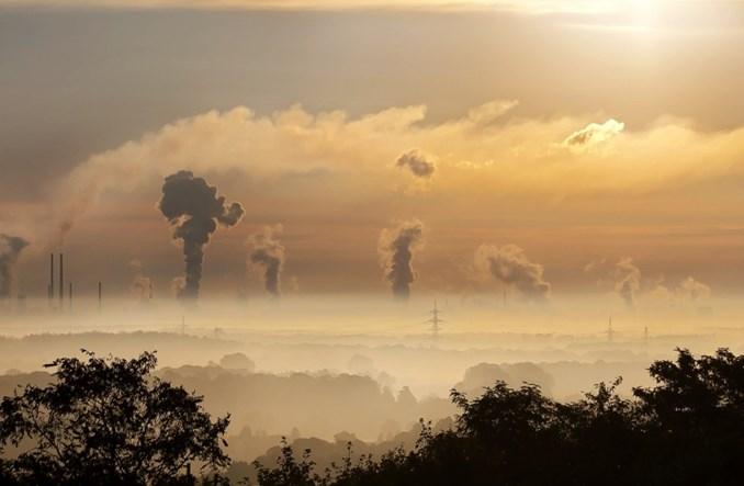 W Polsce auta elektryczne jeżdżą... na węgiel. Brak smogu to Polska bez kopalin?