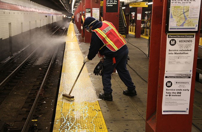 Nowy Jork. W ciągu jednej nocy umyto 427 stacji i 1905 wagonów metra