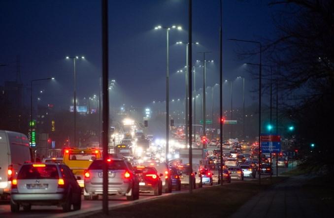 Warszawa zapowiada oszczędności na oświetleniu. Nie wygaszenie, tylko modernizacja