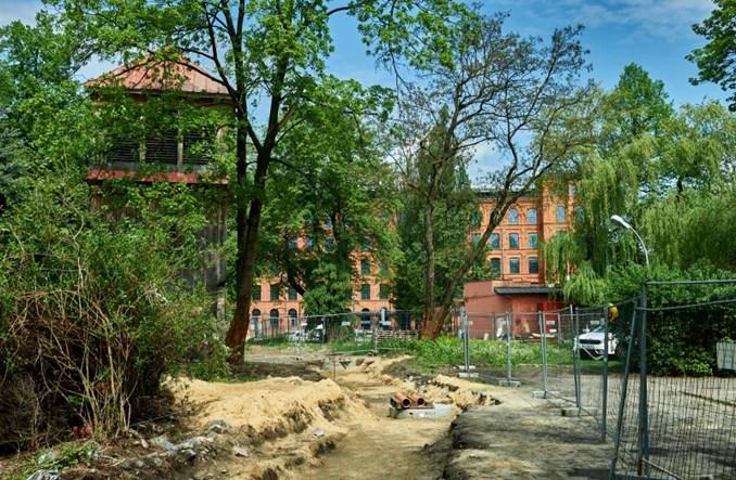 Łódź: Początek budowy pasażu przy Manufakturze