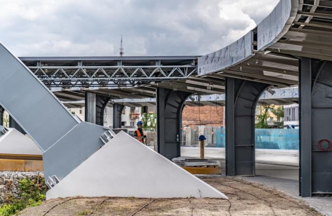Dworzec autobusowy w Kielcach jak UFO. Prace na finiszu [zdjęcia]