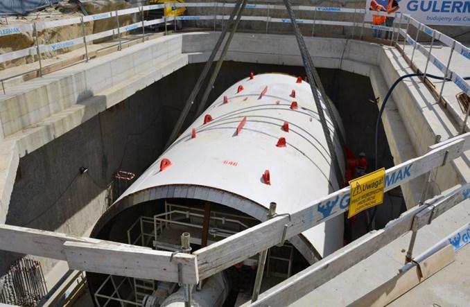 Metro na Bemowo: Rozpoczęto opuszczane tarcz [zdjęcia]