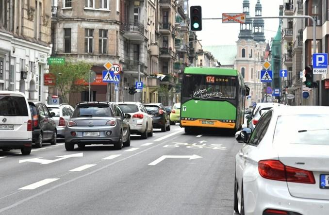 Poznań: Ulica Garbary z buspasem i zielenią