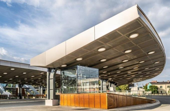 Kosmiczny dworzec autobusowy w Kielcach otwarty dla pasażerów [zdjęcia]