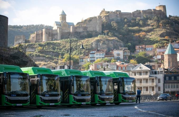 Tbilisi odmładza transport. Nowe autobusy CNG, minibusy i trasy BRT