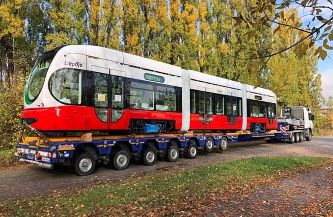 Łotwa: Pierwszy tramwaj Končaru w drodze do Lipawy