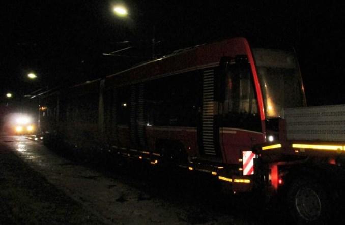 Pierwszy długi wagon z Pesy w Katowicach