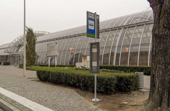 Poznań: Rusza montaż nowych słupków przystankowych z gablotami