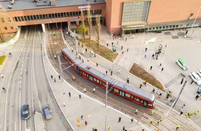Tampere: Trwają jazdy próbne tramwajów na nowej sieci. Start w 2021 r.