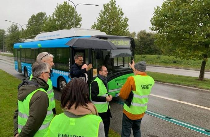 """Szwecja. Rozpoczęto testy """"elektrycznej drogi"""" z trolejbusem"""