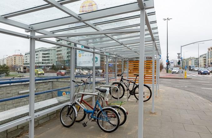 Rowerem do metra. Wiaty rowerowe przy stacjach