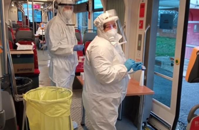 Strażacy i ratownicy medyczni z Polski pomagają Słowakom w walce z COVID-19. W tramwaju