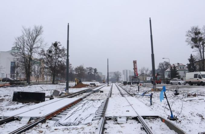 Poznań: Pierwsze słupy trakcyjne na trasie tramwaju na Naramowice