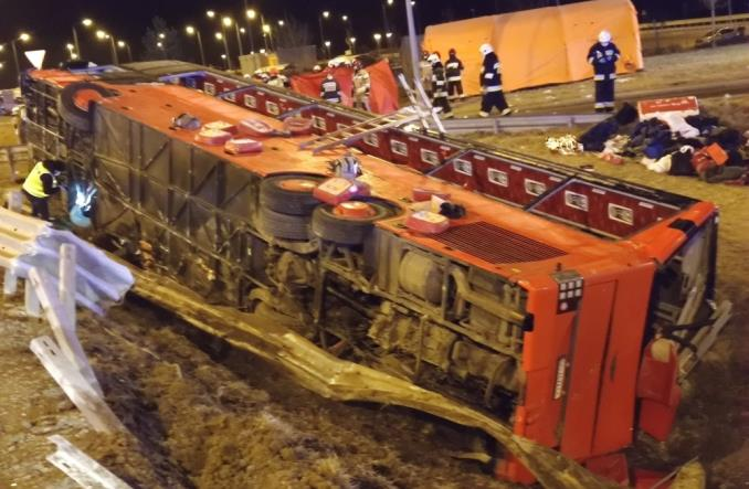 Katastrofa autobusu na autostradzie A4 pod Jarosławiem. Nie żyje kilka osób