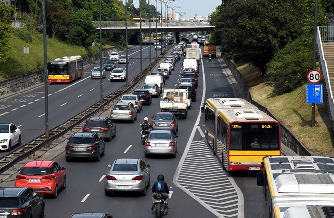 Jak państwo radzi sobie z autami trującymi środowisko? Bardzo źle