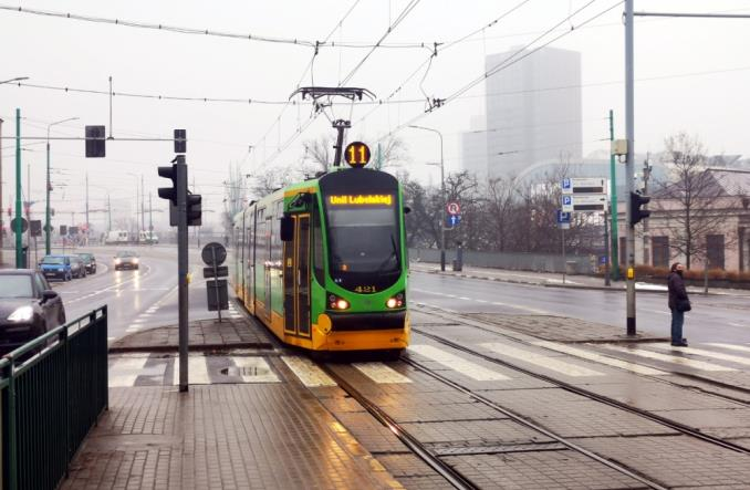 Poznań: W tramwajach i autobusach pozostał co trzeci pasażer. Cięcia związane z sytuacją kadrową
