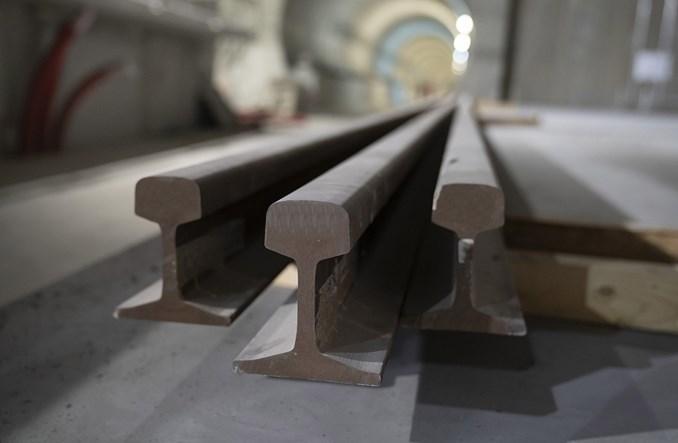 Metro na Bródno: Trwa montaż torowiska