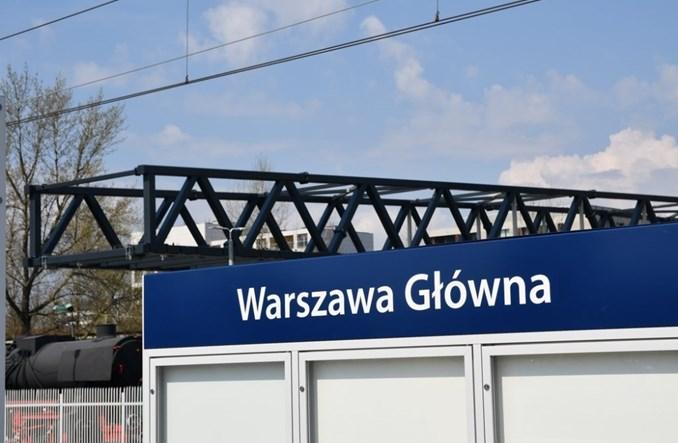 Warszawa Główna: Trwa nasuwanie kładki [zdjęcia]
