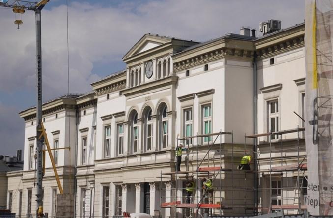Dworzec w Sosnowcu w remoncie – równolegle do placu miejskiego