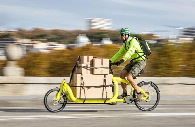 Francja chce inwestować w rowery towarowe zamiast aut dostawczych