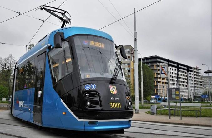 Wrocław: Awantura o obniżki cen biletów i zakup tramwajów. Radni i społecznicy odpowiadają
