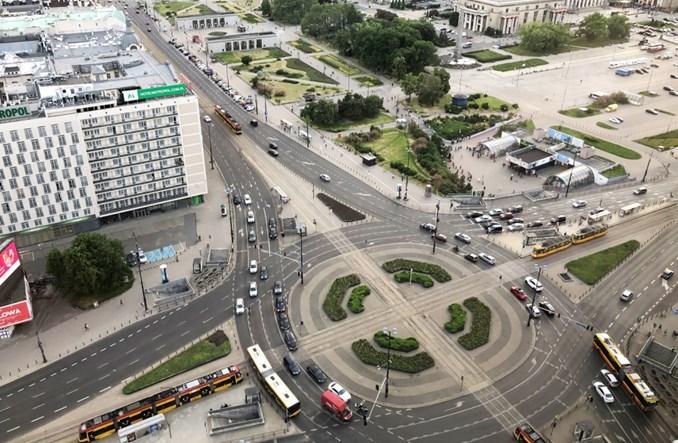 Warszawa: Nie ma miejsca na autobusy na torowisku tramwajowym w Alejach