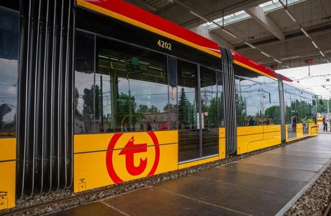 Pierwsze tramwaje Hyundaia dotarły do Warszawy [zdjęcia]